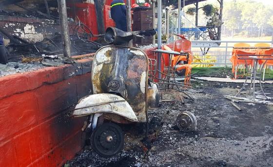 Cháy lớn thiêu rụi quán cà phê xe cổ ở Đà Lạt ảnh 5