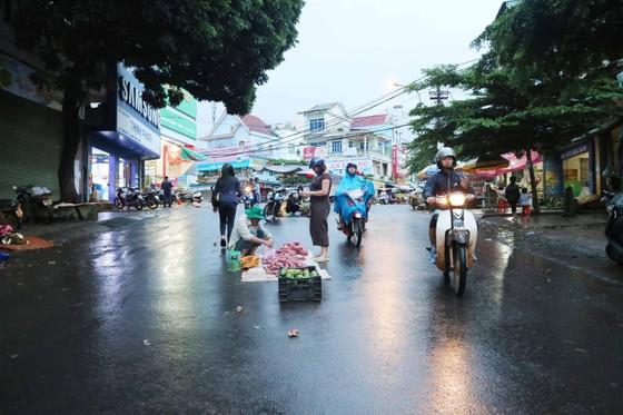 Chợ mọc giữa đường phố ảnh 1