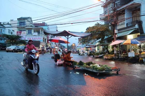 Chợ mọc giữa đường phố ảnh 5