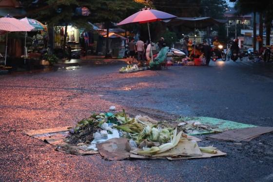 Chợ mọc giữa đường phố ảnh 7