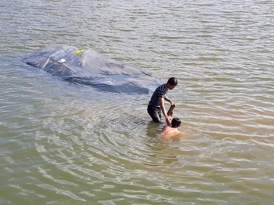 Đà Lạt: Xe tải lao xuống hồ Xuân Hương ảnh 2