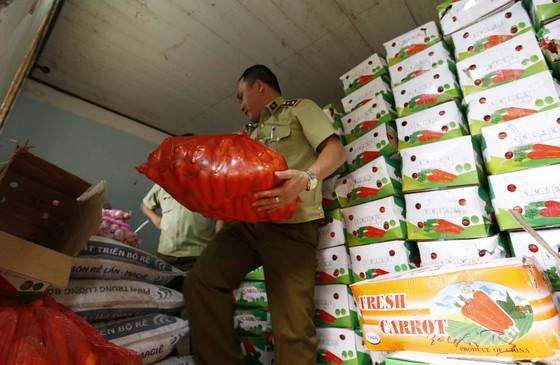 Thu giữ hơn 4 tấn cà rốt, tỏi Trung Quốc nhập lậu trên đường đi tiêu thụ ảnh 1