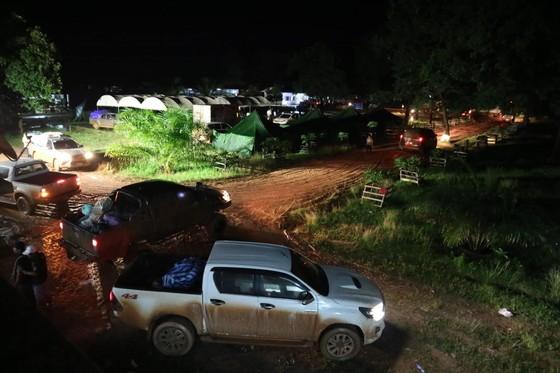 Cùng dân bản Hồ Coong, nơi bị ảnh hưởng nặng nề vì vỡ đập thủy điện Lào ảnh 1