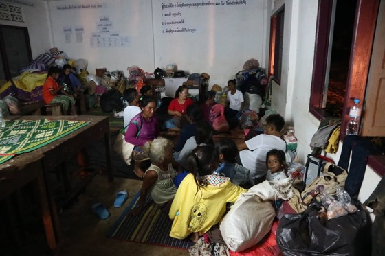 Cùng dân bản Hồ Coong, nơi bị ảnh hưởng nặng nề vì vỡ đập thủy điện Lào ảnh 7