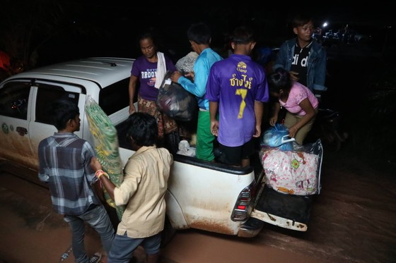 Cùng dân bản Hồ Coong, nơi bị ảnh hưởng nặng nề vì vỡ đập thủy điện Lào ảnh 4