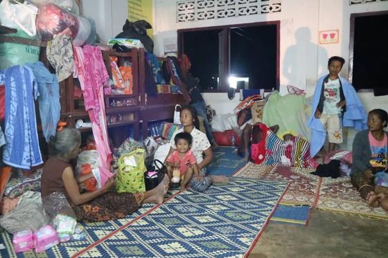Cùng dân bản Hồ Coong, nơi bị ảnh hưởng nặng nề vì vỡ đập thủy điện Lào ảnh 9