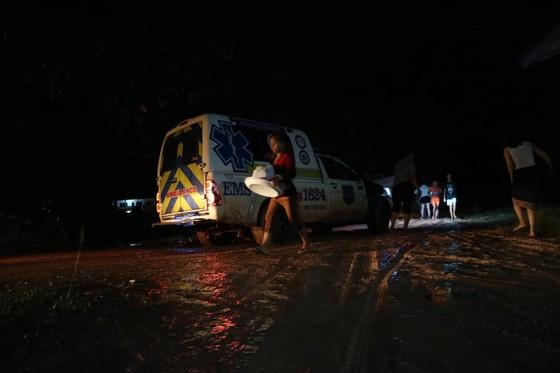 Cùng dân bản Hồ Coong, nơi bị ảnh hưởng nặng nề vì vỡ đập thủy điện Lào ảnh 5