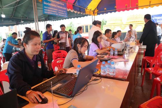 Lực lượng cứu hộ quốc tế đổ về Lào cứu trợ sau vụ vỡ đập thủy điện ảnh 5