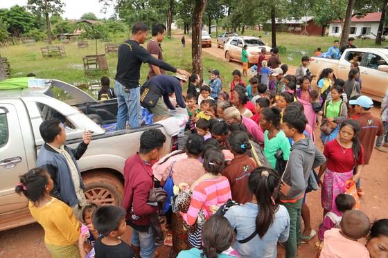 Gian nan đường tiếp tế vào khu vực bị vỡ đập thủy điện ở Lào ảnh 18
