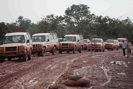 Gian nan đường tiếp tế vào khu vực bị vỡ đập thủy điện ở Lào ảnh 7