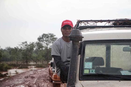 Gian nan đường tiếp tế vào khu vực bị vỡ đập thủy điện ở Lào ảnh 8