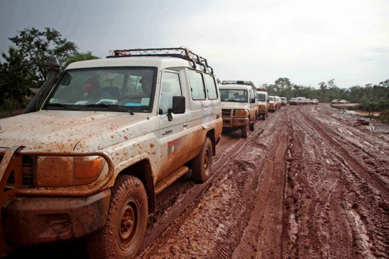 Gian nan đường tiếp tế vào khu vực bị vỡ đập thủy điện ở Lào ảnh 4