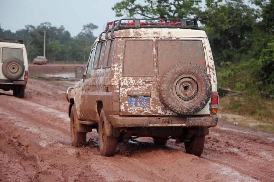 Gian nan đường tiếp tế vào khu vực bị vỡ đập thủy điện ở Lào ảnh 11
