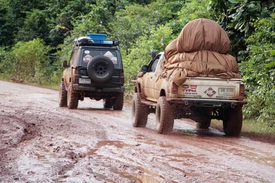 Gian nan đường tiếp tế vào khu vực bị vỡ đập thủy điện ở Lào ảnh 3