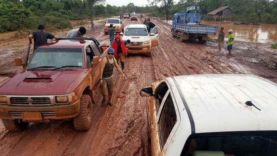 Gian nan đường tiếp tế vào khu vực bị vỡ đập thủy điện ở Lào ảnh 13