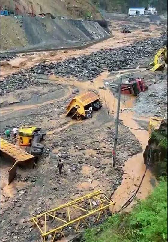 Sau 6 ngày, hiện trường nơi vỡ đập thủy điện ở Lào vẫn ngổn ngang ảnh 1