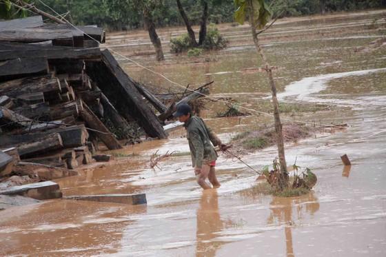 Sau 6 ngày, hiện trường nơi vỡ đập thủy điện ở Lào vẫn ngổn ngang ảnh 10