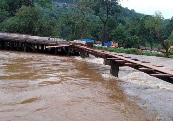 Sau 6 ngày, hiện trường nơi vỡ đập thủy điện ở Lào vẫn ngổn ngang ảnh 3