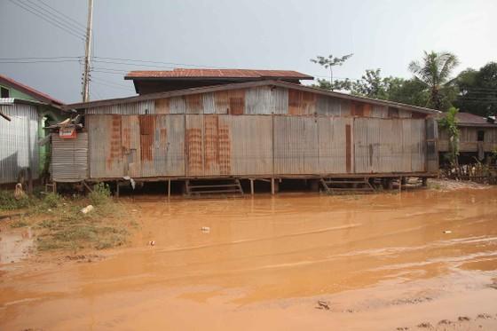 Bản làng xơ xác sau vụ vỡ đập thủy điện ở Lào ảnh 3