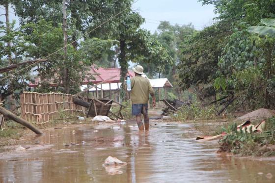 Bản làng xơ xác sau vụ vỡ đập thủy điện ở Lào ảnh 15