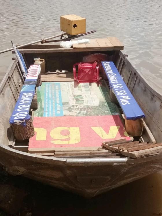 """Thuyền """"chui"""" vẫn mạo hiểm chở khách trên hồ Đan Kia - Suối Vàng ảnh 3"""