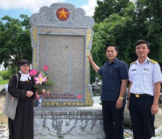 Tiếp nhận Bia tưởng niệm ghi danh chiến sĩ Gạc Ma và anh hùng Phan Vinh ảnh 1