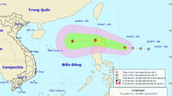 Áp thấp đang mạnh lên thành bão hướng vào biển Đông ảnh 1
