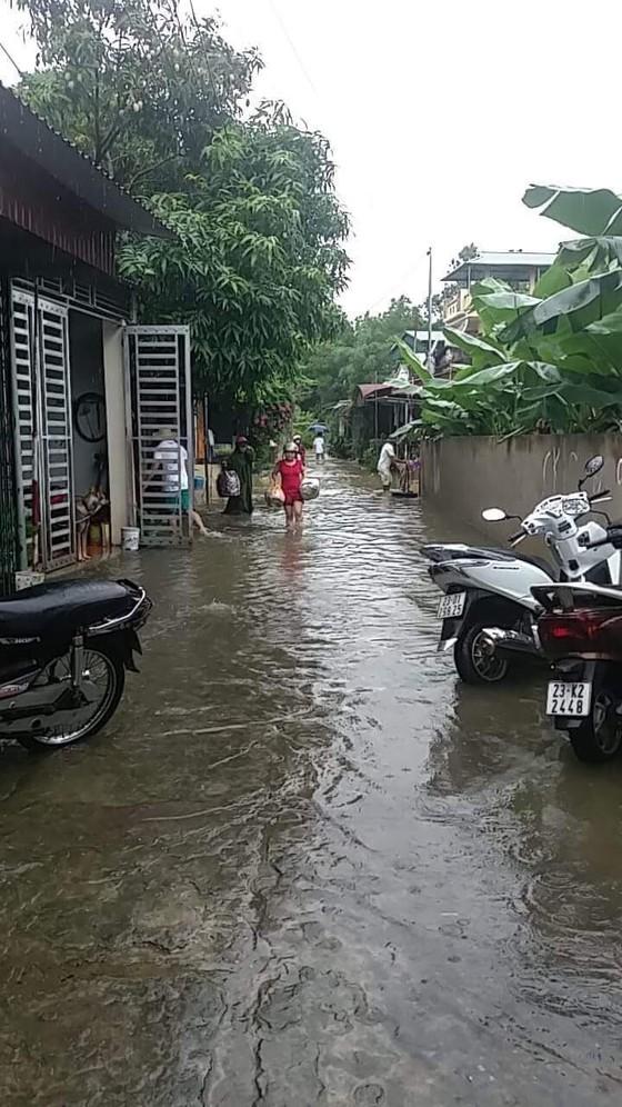 Địa đầu Hà Giang ngập trong nước lũ ảnh 4