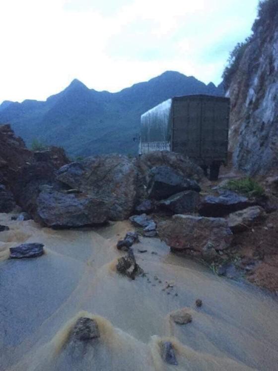 Địa đầu Hà Giang ngập trong nước lũ ảnh 3