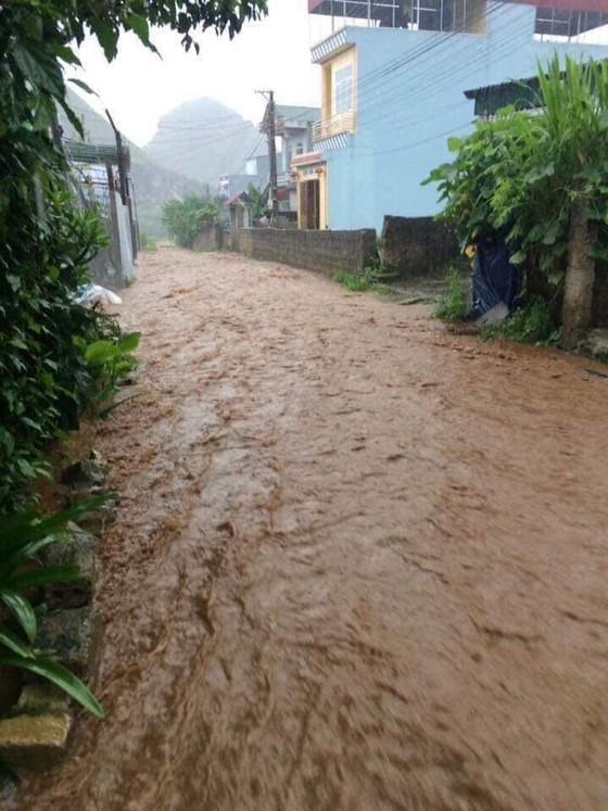 Địa đầu Hà Giang ngập trong nước lũ ảnh 2