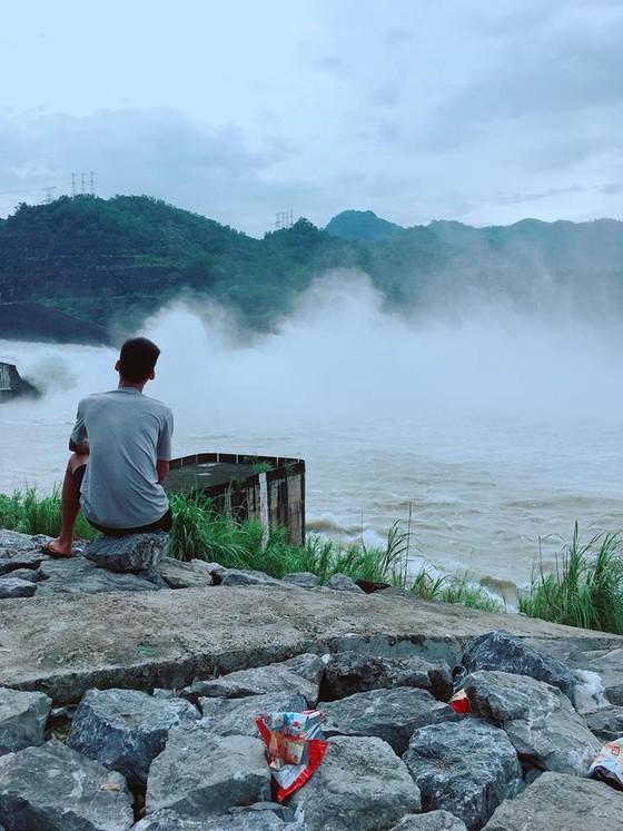 """Bộ trưởng Nguyễn Xuân Cường đề nghị cấm """"chụp ảnh tự sướng"""" khi xả lũ   ảnh 4"""