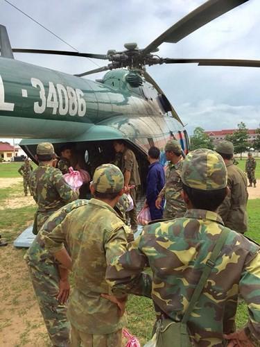 Quân đội Việt Nam đưa hàng trăm chiến sĩ sang hỗ trợ Lào để cứu hộ cứu nạn ảnh 2