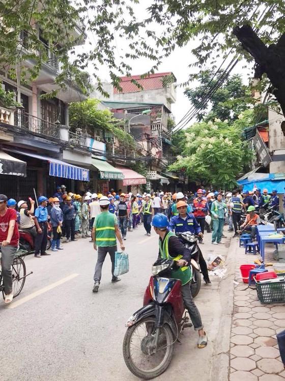 Người dân Hà Nội nhốn nháo vì dư chấn động đất  ảnh 1