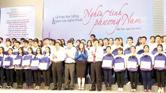 Ông Ngô Văn Đông - Tổng giám đốc Công ty CP phân bón Bình Điền: Ý chí vươn lên của các bạn trẻ đã thôi thúc chúng tôi hành động! ảnh 2