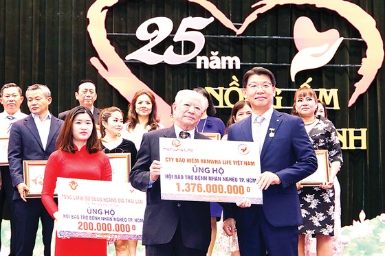 Tổng Giám đốc Hanwha Life Việt Nam vinh dự nhận Huy hiệu thành phố Hồ Chí Minh ảnh 1