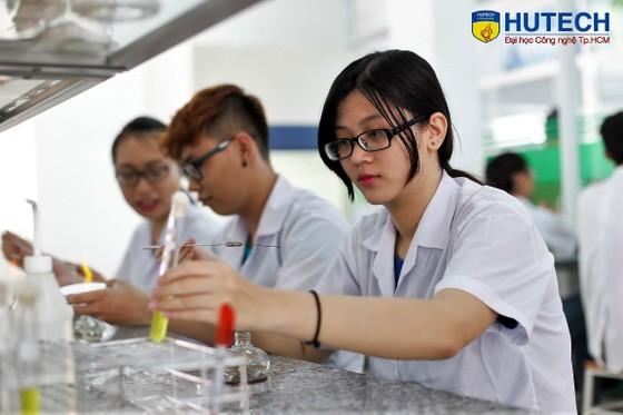 Trường ĐH Công nghệ TPHCM công bố điểm trúng tuyển năm 2018 ảnh 1