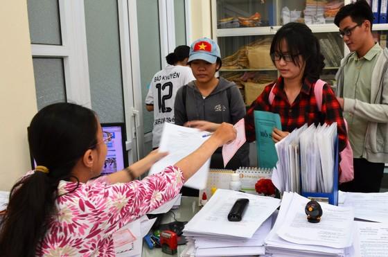 Ngày 6-8, một số trường đại học tại TPHCM công bố điểm chuẩn ảnh 2