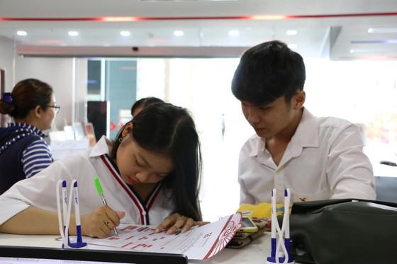 Ngày 6-8, một số trường đại học tại TPHCM công bố điểm chuẩn ảnh 4