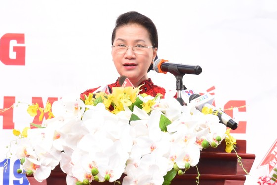Chủ tịch Quốc Hội Nguyễn Thị Kim Ngân dự lễ khai giảng Trường THPT chuyên Lê Hồng Phong ảnh 2