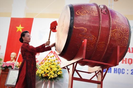 Chủ tịch Quốc Hội Nguyễn Thị Kim Ngân dự lễ khai giảng Trường THPT chuyên Lê Hồng Phong ảnh 1
