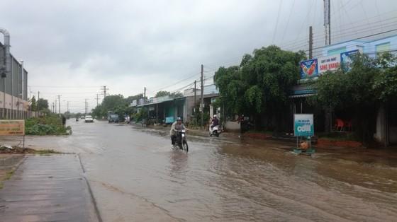 Bức xúc vì cứ mưa là đường biến thành… sông ảnh 1