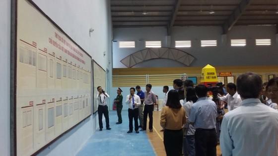 Triển lãm bản đồ và trưng bày tư liệu về Hoàng Sa, Trường Sa tại Bình Thuận ảnh 2