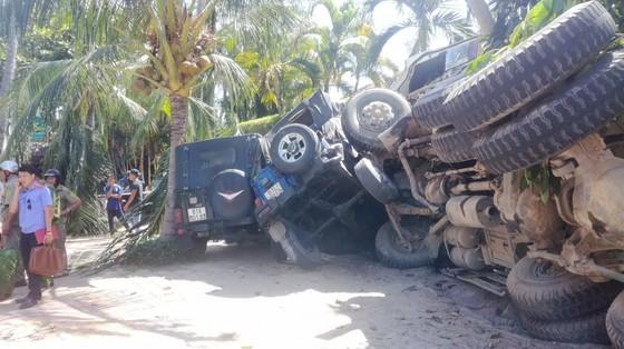 Xe ben đổ dốc mất thắng tông hàng loạt xe ở khu du lịch Mũi Né ảnh 1