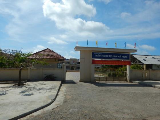 Học sinh trên đảo Phú Quý được nghỉ học từ chiều 23-11 để tránh bão số 9 ảnh 1