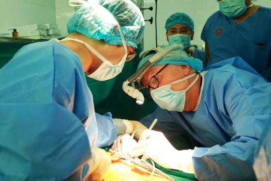 Lần đầu tiên Việt Nam ghép phổi thành công từ người cho chết não ảnh 4