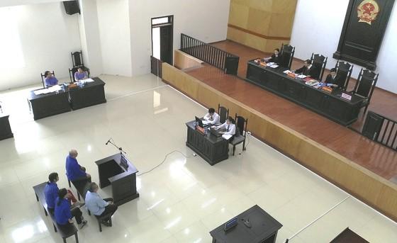 Em trai ông Đinh La Thăng hầu tòa phúc thẩm vụ tham ô ở PVP Land ảnh 3