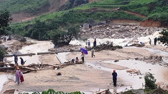 Cứu trợ khẩn cấp người dân bị thiệt hại do mưa lũ  ảnh 2