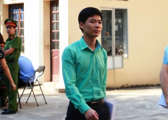 Vì sao bác sĩ Hoàng Công Lương chỉ được cư trú ở TP Hòa Bình? ảnh 1