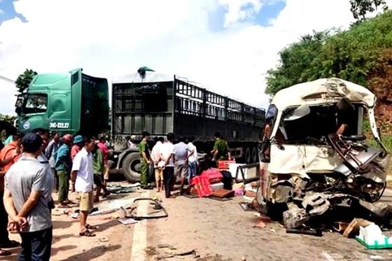 La liệt người bị thương, hàng hóa hư hỏng sau vụ TNGT nghiêm trọng ở Sơn La ảnh 1