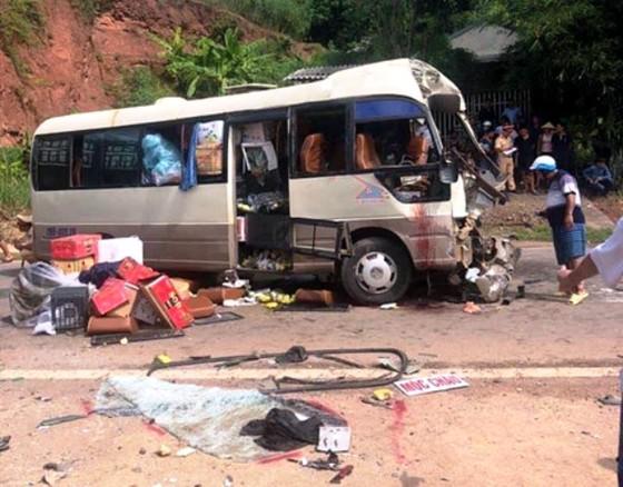 La liệt người bị thương, hàng hóa hư hỏng sau vụ TNGT nghiêm trọng ở Sơn La ảnh 2